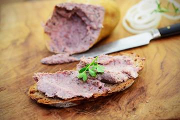 Brot mit Leberwurst