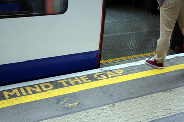 MIND THE GAP - London Underground