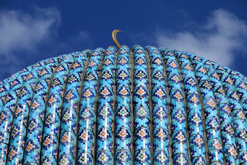 golden crescent on the dome of the Mosque