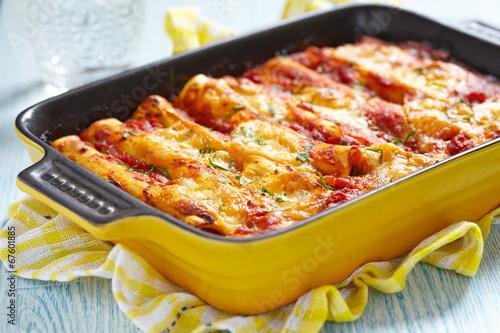 Foto op Plexiglas Kruidenierswinkel Cannelloni with meat