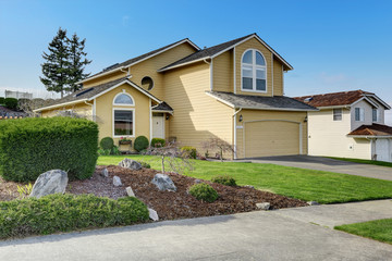House exnterior with curb appeal.