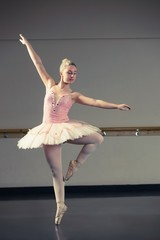 Beautiful ballerina dancing en pointe