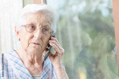 woman speaking - 67616488