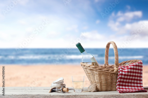 Foto op Aluminium Picknick Picnic for one person at the sea