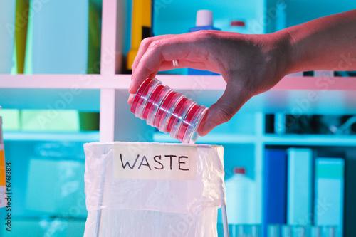Plexiglas Athene Leak problem of biomaterials