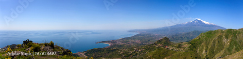 Papiers peints Vue aerienne Etna and Giardini-Naxos bay view from Castelmola hills