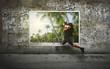 canvas print picture - Mann flüchtet in den Urlaub