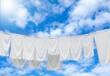 Leinwanddruck Bild - Weiße Wäsche auf Wäscheleine