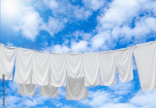 Leinwanddruck Bild Weiße Wäsche auf Wäscheleine