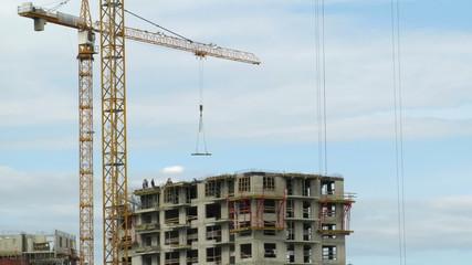 Timelapse: Builders erecting monolithic house