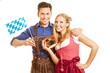 Paar in Bayern mit Brezel und Fahne