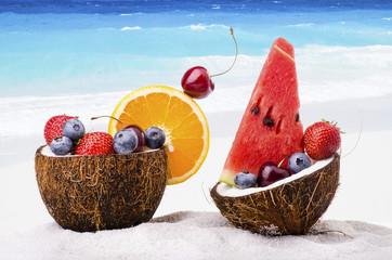 spiaggia mare sole frutta