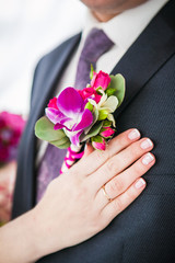 bride's hand on the suit of the groom