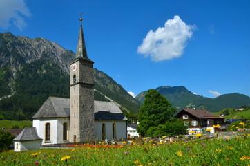 Bergdorf mit Kirche