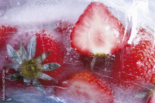 canvas print picture Gefrorene Erdbeeren