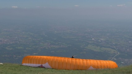 launching a paraglider