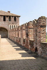 merlons and walk on top of the walls, Soncino Castle