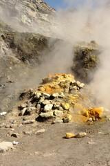 Bocca di una fumarola alla solfatara di Pozzuoli