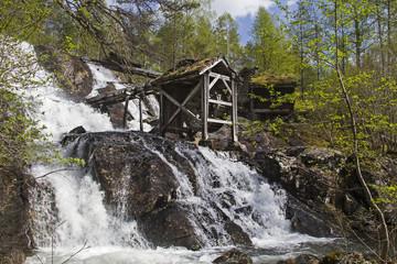 Alte Mühle am Wasserfall