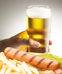 frankfurter  with chips and beer