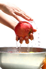 Washing apple