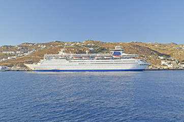 cruise ship mykonos