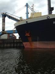 Schiff beladen