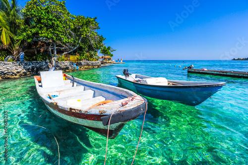 Leinwanddruck Bild boat at islas de rosario colombia