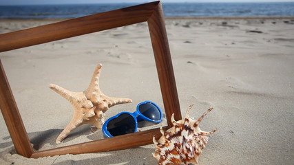 Frame with seashell, starfish and sunglasses. HD with motorized