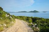 Schotterpiste auf kroatischer Insel - 67694268
