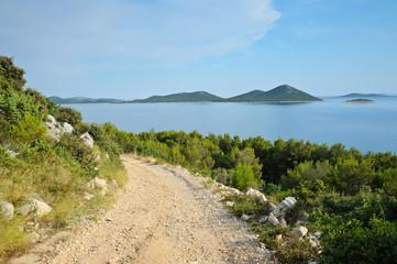 Schotterpiste auf kroatischer Insel