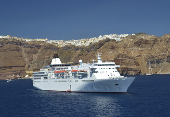 cruise ship -santorini - greece