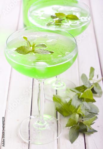 Mint spritzer in glasses - 67699219
