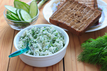 Cottage cheese with chives, garlic and dill