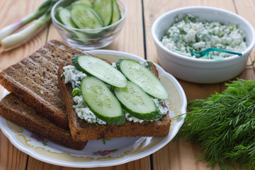 Sandwich with cottage cheese, cucumber and dill