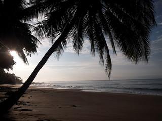 Amanecer en playa Quizales. Costa Rica