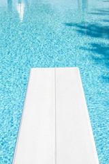 Trampolino in piscina