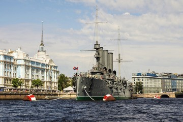 Aurora - symbol of revolution in Russia, the museum in St. Peter