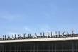 Schriftzug Hauptbahnhof mit blauem Himmel - 67716640