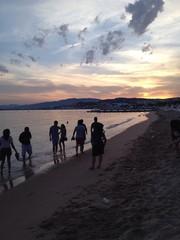 Disfrutando el atardecer en la playa