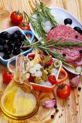 Carne macinata con spezie e contorni