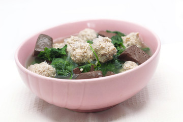 Ivy gourd soup with pork and chicken blood