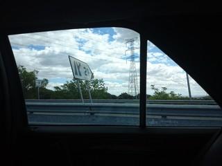 Salida de carretera a través de ventanilla de coche