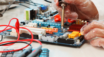 Replacement of electronic components on printed circuit board