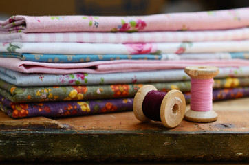 Wooden thread spools and floral pattern fabric set