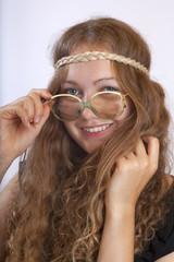 Junge_Frau_im_Hippie-Look