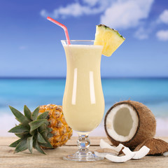 Pina Colada Cocktail Drink am Strand