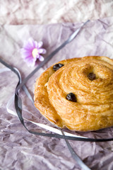 danish roll with raisin