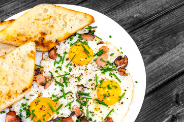 Bacon, eggs and chive with crispy toast