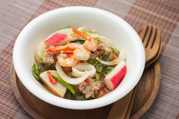 Vermicelli salad is a spicy food